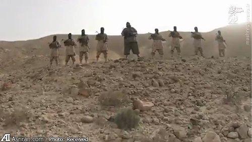 تصویر منتشره از اعدام دو جوان یمنی عضو انصار الله به وسیله سنگ در منطقه عدن یمن