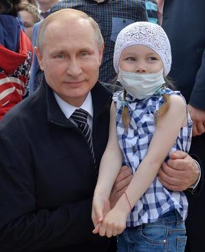 بازدید رییس جمهوری روسیه از یک مرکز تحقیقات بیماری های کودکان در مسکو