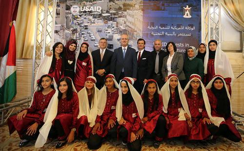 رامی حمد الله نخست وزیر تشکیلات خودگردان فلسطین در مراسم افتتاح جاده ای در نابلس