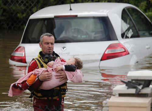 امدادگری در سیل – فرانسه