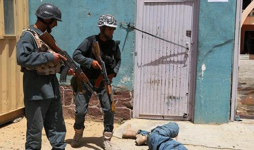 تروریست کشته شده در لباس پلیس در شهر غزنی افغانستان
