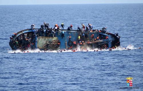 غرق شدن یک کشتی حامل پناهجویان