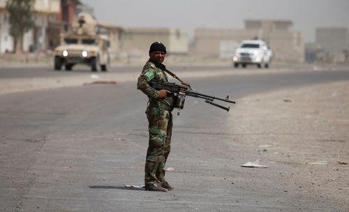 یک نیروی شیعه سپاه بدر در شمال شهر فلوجه عراق