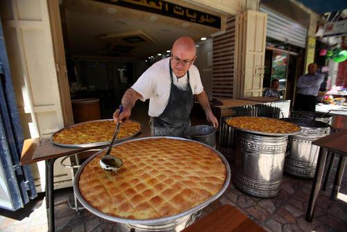 پخت باقلوا به مناسبت ماه رمضان – شهر نابلس در کرانه غربی