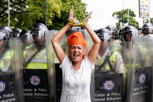 تظاهرات مخالفان نیکولاس مادورو رییس جمهوری ونزوئلا با درخوست رفراندوم برای برکناری او از قدرت – کاراکاس