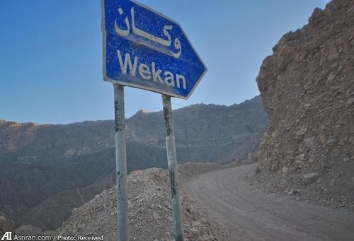 روستای وکان در 150 کیلومتری شهر مسقط و در شهرستان نخل در استان باطن عمان قرار دارد. این روستا داخل دره ای در ارتفاع  2 هزار متری از سطح دریا واقع شده است.