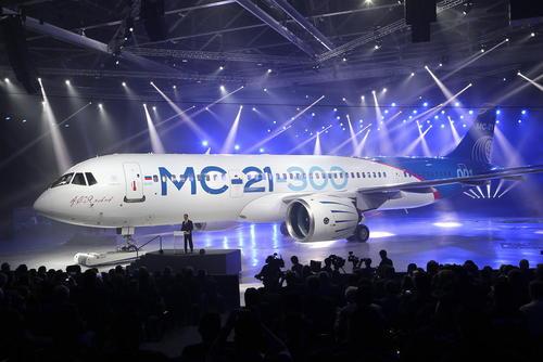 سخنرانی دمیتری مدودف نخست وزیر روسیه در مراسم رونمایی از هواپیمای جدید مسافربری ساخت این کشور