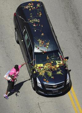 مراسم تشییع پیکر محمد علی بوکسور فقید آمریکایی در شهر لویی ویل ایالت کنتاکی