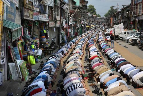 نماز مسلمانان روزه دار کشمیری - سرینگر