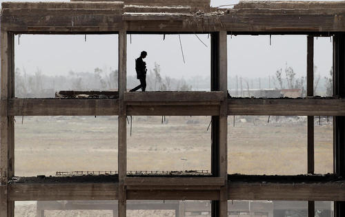 نیروهای دولتی عراق در بیرون شهر فلوجه