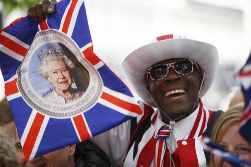 مراسم ویژه نودمین سالگرد تولد ملکه انگلیس در کلیسای سن پال لندن