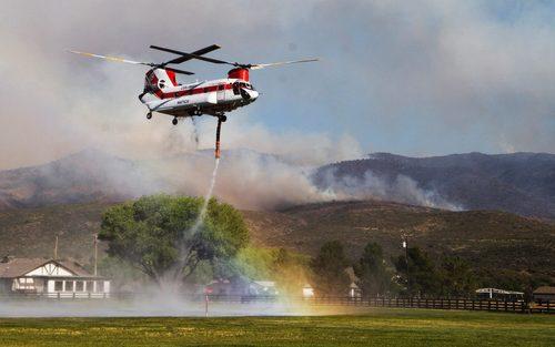 خاموش کردن یک آتش سوزی در آریزونا آمریکا