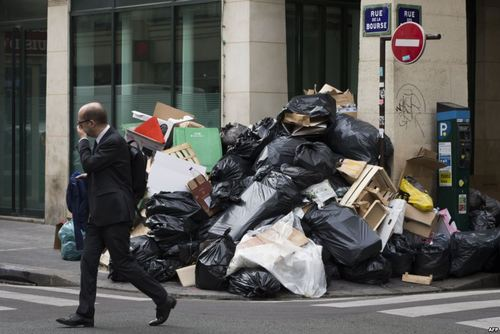مشکل انباشت زباله ها در پاریس