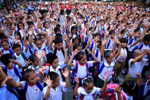 ورزش صبحگاهی در مدرسه ابتدایی در مانیل