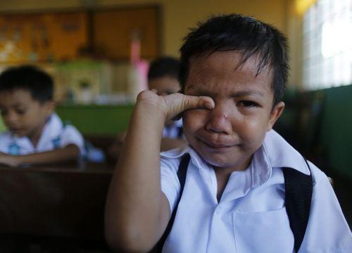 گریه دانش آموز کلاس اول در نخستین روز مدرسه – فیلیپین