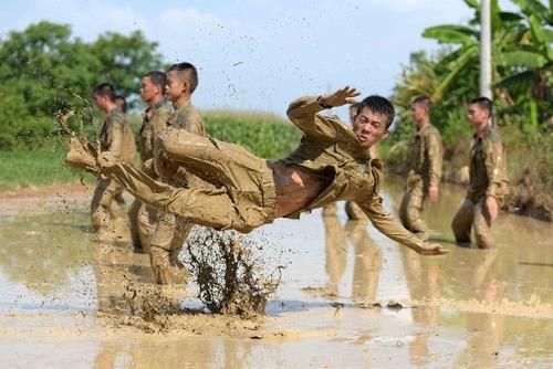 تمرینات آمادگی بدنی پلیس نظامی چین