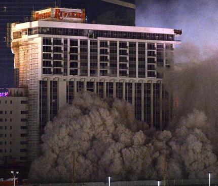 تخریب ساختمان های هتل ریویئرا و کازینو موناکو در لاس وگاس آمریکا