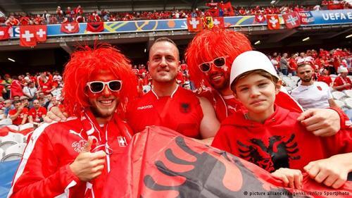 سوئیس نیز با توجه به هممرز بودن با فرانسه از حمایت هواداران زیادی برخوردار است. ملیپوشان سوئیس در نخستین دیدار خود در جام ملتهای اروپا یک بر صفر آلبانی را شکست دادند.