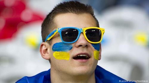 اوکراین که در دوره پیش یکی از دو میزبان جام ملتهای اروپا بود، علیرغم پشتیبانی هواداران خود در نخستین دیدارش با نتیجه ۲ بر یک از آلمان شکست خورد.