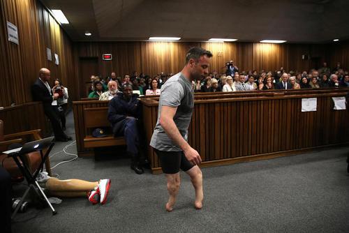 اسکار پیستریوس دونده معلول در دادگاه قتل دوست دخترش در شهر پرتوریای آفریقای جنوبی