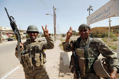 نیروهای عراقی در مرکز شهر فلوجه پس از آزاد سازی بخش های مهمی از این شهر از دست داعش