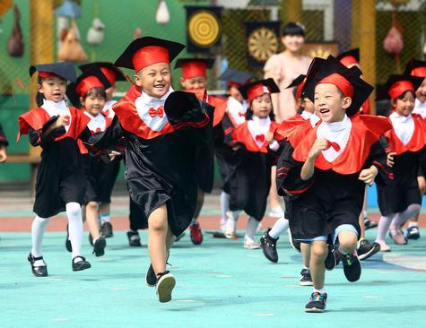 مراسم جشن پایان سال یک پیش دبستانی در تیانجین چین
