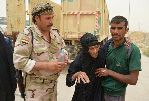 شهروندان عراقی فرار کرده از شهر فلوجه
