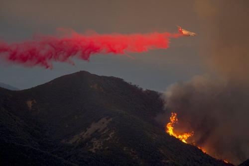 خاموش کردن آتش سوزی در سانتا باربارا ایالت کالیفرنیا آمریکا