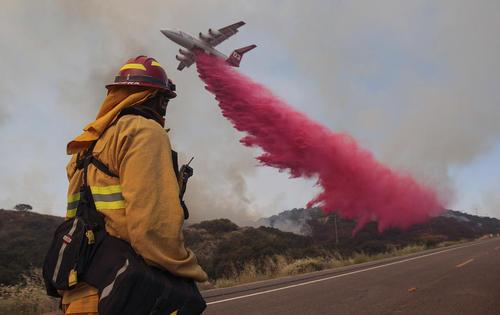 آتش سوزی 1400 هکتار از جنگل ها و مراتع حومه شهر لس آنجلس آمریکا