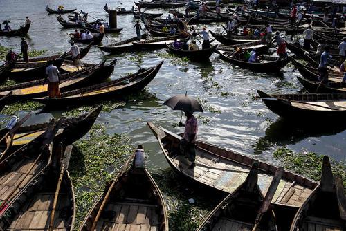 قایق های مسافرکش در شهر داکا بنگلادش