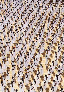 تمرین های یوگای دسته جمعی در چین در آستانه روز جهانی یوگا