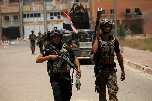 گشت زنی نیروهای عراقی در مرکز شهر فلوجه