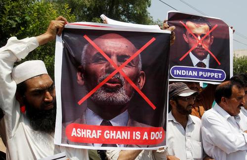 تظاهرات تاجرهای پاکستانی علیه دولت افغانستان در پی تنش های اخیر مرزی بین دو کشور و بسته شدن مرز تورخم - پیشاور