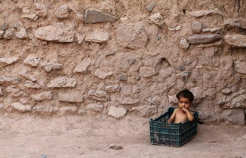 یک کودک در اردوگاه پناهجویان افغان در اسلام آباد پاکستان