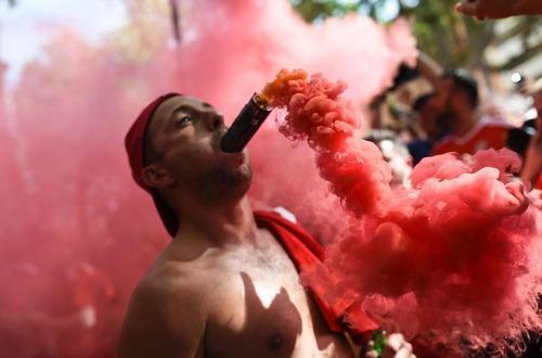 یک طرفدار تیم فوتبال ولز در بازی این تیم مقابل روسیه در جام ملت های اروپا – تولوز فرانسه