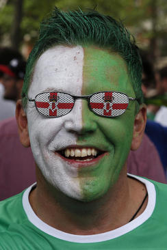 یک طرفدار تیم ملی فوتبال ایرلند شمالی در بازی این تیم مقابل آلمان در چارچوب جام ملت های اروپا