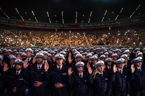 مراسم سوگند نیروهای تازه پلیس در کلن آلمان