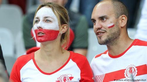 زوج لهستانی عاشق فوتبال در دیدار تیم لهستان با ملی پوشان آلمان.