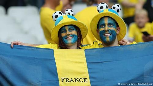 یک زوج سوئدی در دیدار تیم سوئد با جمهوری ایرلند