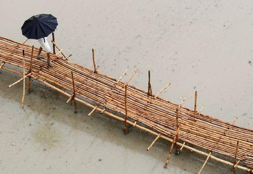 عبور از پل بامبویی – الله آباد هند