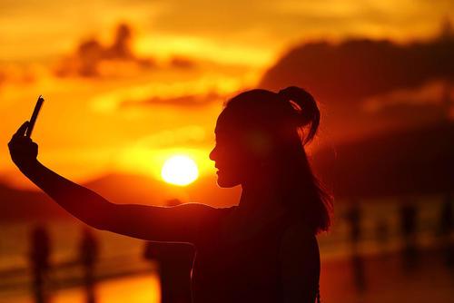 سلفی گرفتن در غروب خورشید – چین