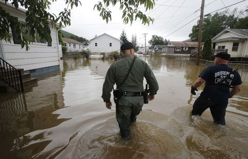 عملیات جستجو برای یافتن سیلزدگان در ویرجینیایی غربی آمریکا