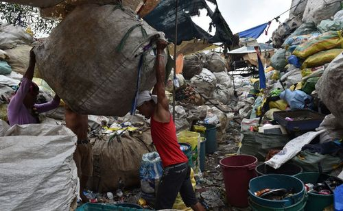 جمع کردن زباله های قابل بازیافت – مانیل
