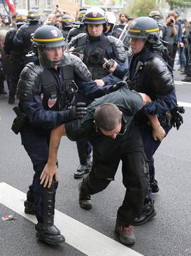 تظاهرات علیه تغییر قانون کار فرانسه در پاریس و لیل