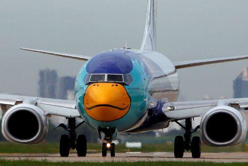 رنگ آمیزی اردک گونه هواپیمای یک شرکت هواپیمایی – فرودگاه بین المللی بانکوک