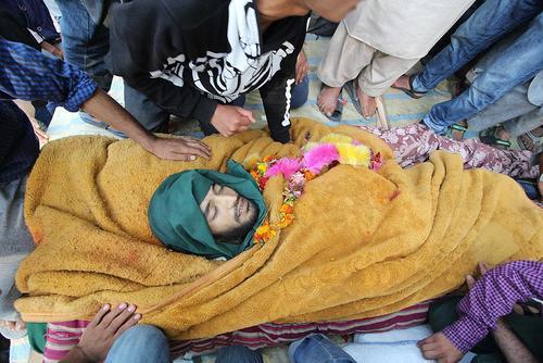 مراسم تشییع یک شبه نظامی کشمیری که در درگیری با نیروهای هند کشته شده است