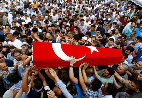 تشییع یکی از قربانیان حادثه تروریستی سه شنبه شب در فرودگاه استانبول