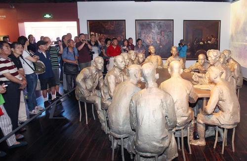 ساخت مجسمه از شخصیت های نخستین جلسه تشکیل دهنده حزب کمونیست چین در شانگهای