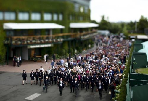 ورود تماشاگران مسابقات تنیس ویمبلدون به استادیوم محل بازی – انگلیس