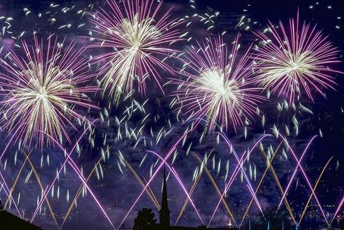 آتش بازی در جشنواره سالانه زوریخ سوییس